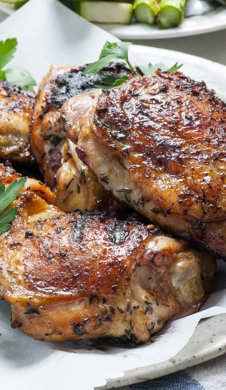 Grilled chicken moisturized in a simple chicken brine recipe. #grilledchicken #chickenbrine #chicken | joeshealthymeals.com