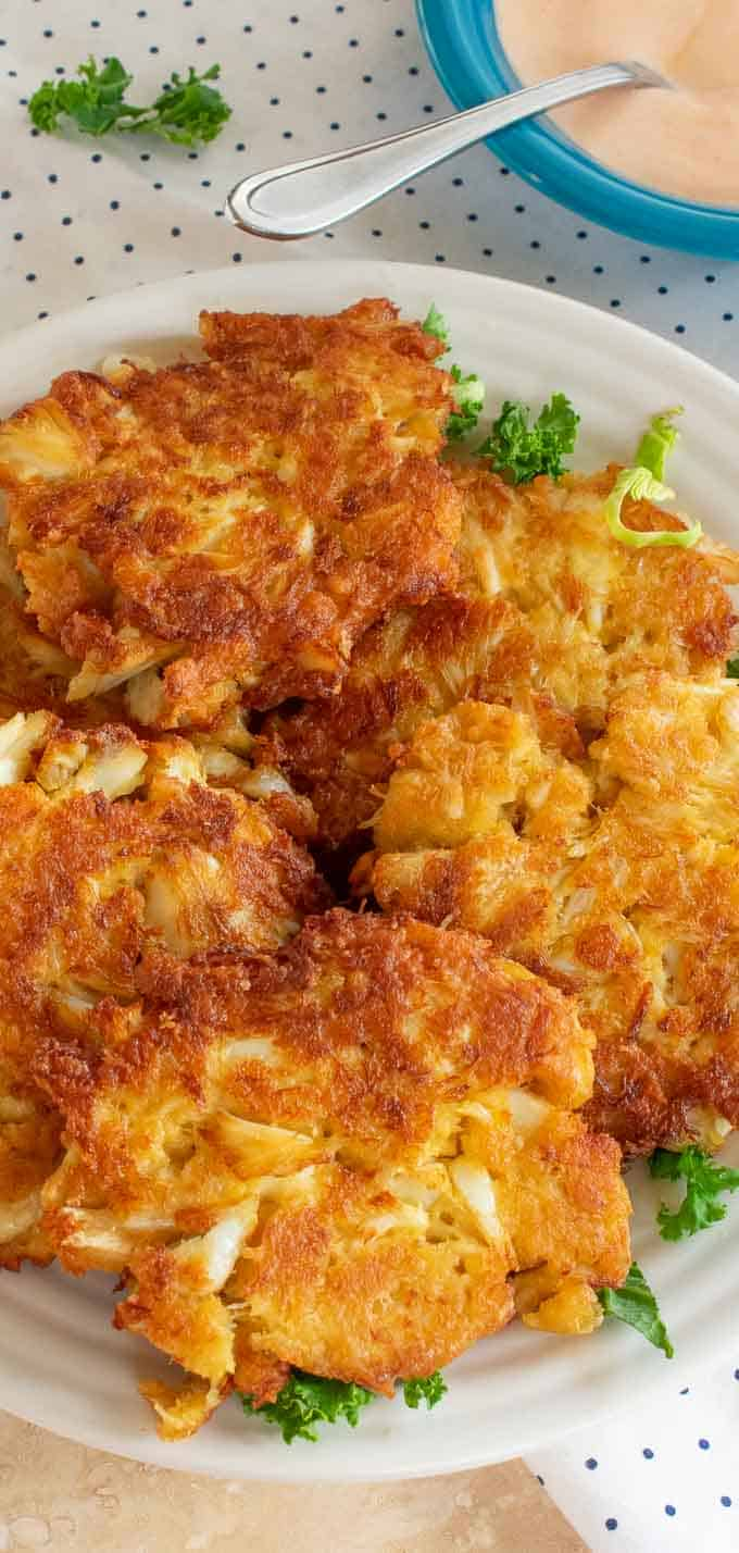 How to make crab cakes with canned crab meat. Simple ingredients are used to bring out the most crab flavor. #crabcakes #seafood #crabfritters #chickenofthesea
