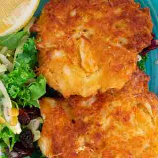 How to make crab cakes with canned crab meat. Simple ingredients are used to bring out the most crab flavor. #crabcakes #seafood #crabfritters #maincourse