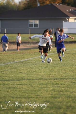 GB_vs_Andover_(Boys_Soccer)_10-25-11_0765