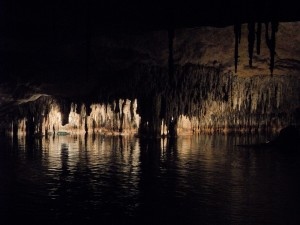 cave-374711_1280