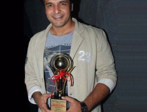 Vinay Anand Receives the Best Achievement Award