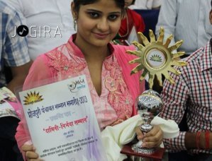 Neha Shree with award