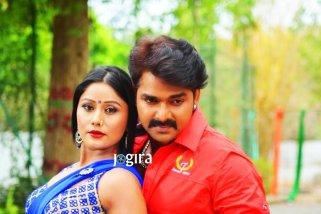 shikha mishra and pawan singh in bhojpuri film dhadkan