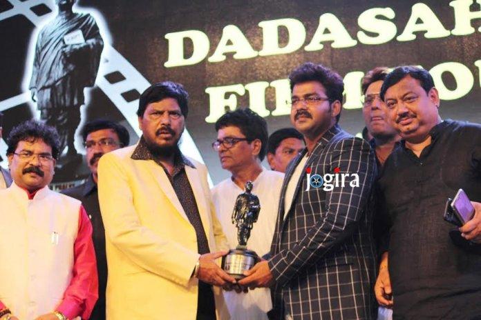 भोजपुरिया अभिनेता पवन सिंह को दादा साहेब फालके फिल्म फाउंडेशन ने दिया