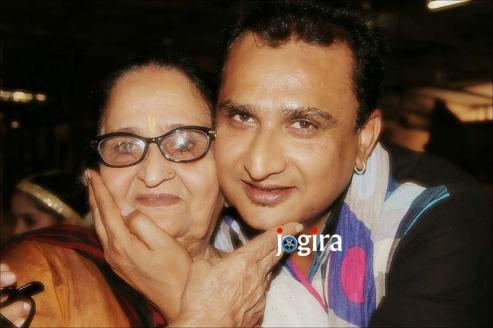 awdhesh mishra with mother