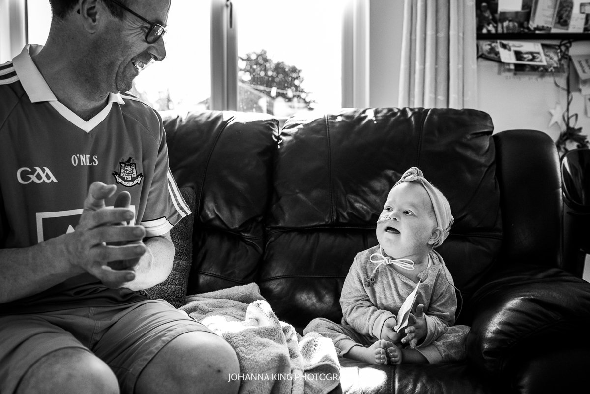 Réiltín and her father playing and clapping