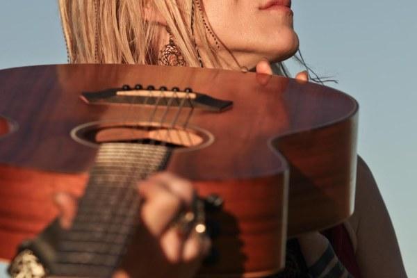 Johanna and guitar