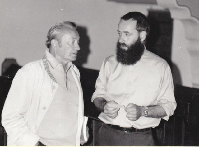 Gastwirt und Kirchenältester Gerhard Hartleb (+ 1989) Pfarrer Johannes Ziegner im Gespräch.