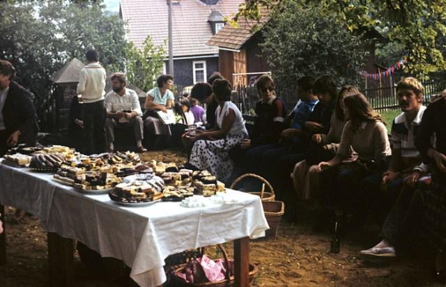 Der gespendete Kuchen, den es jedesmal reichlich zu den Gemeindefesten gab.