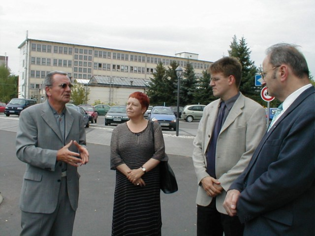 Der Landeskirchenrat besucht die Fa. Logatec, Kölleda, 2001.