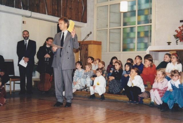 Kultusminister Dieter Althaus bei seiner Ansprache 1998.