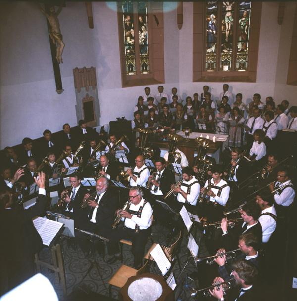 Begleitung des Festgottesdienstes wieder durch die Wuppertaler und auch die Crocker Blasmusik in der St. Veits-Kirche 1989.