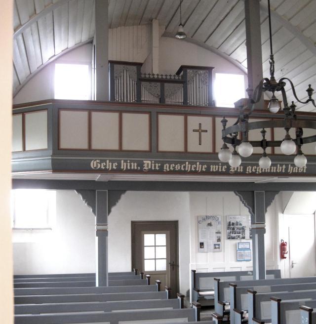 Kirschenschiff mit alter Orgel (Foto JZ)