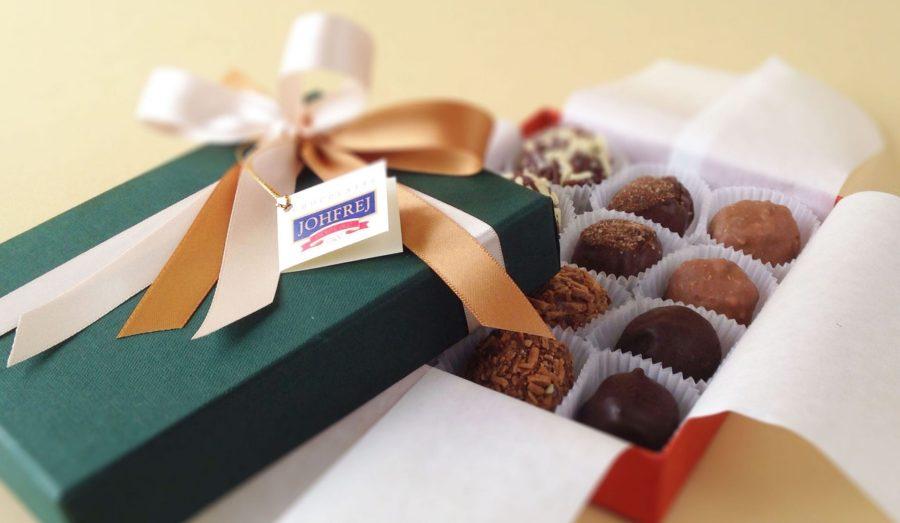 Elegancia y buen gusto comprando una caja de chocolates para regalo