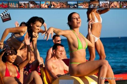 "Tournage de ""Dis-moi que tu m'aimes"". De gauche à droite : Sharon Lee, Jordanne Kali, Rico Simmons, Graziella Damond, Lou Charmelle."
