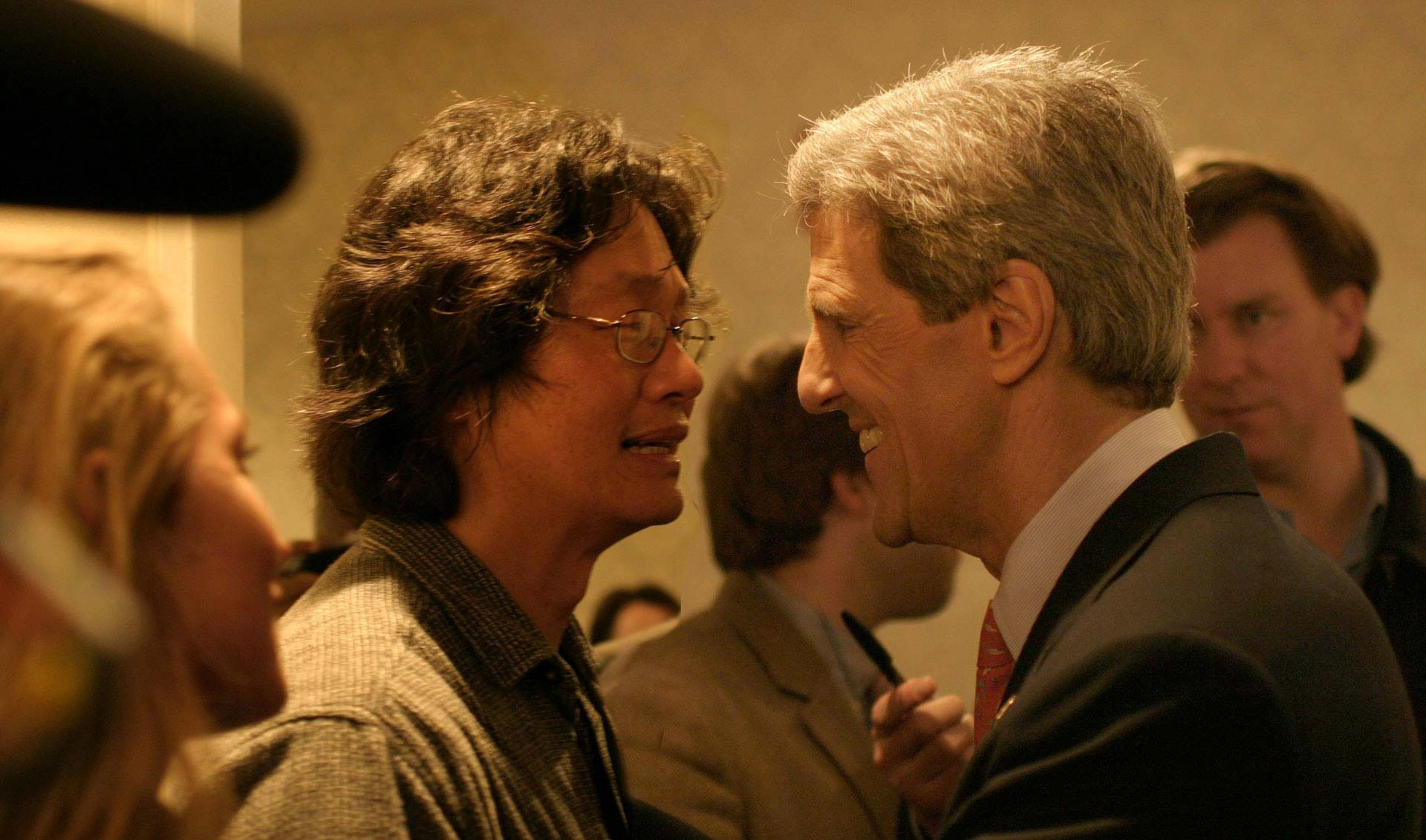 Top Chinese-American Photojournalist John Chao, John Kerry, in New Hampshire
