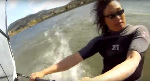 video-button-windsurfing