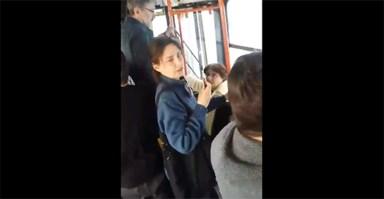 femeie agresată în autobuz