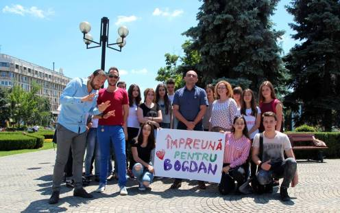 poza de grup, alaturi de Bogdan Rujoiu