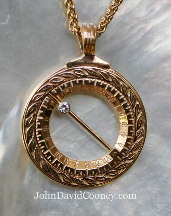 14k gold sundial closed