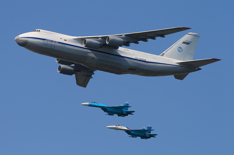 Antonow-124-Fracht-jet-2_Sukhoi-27