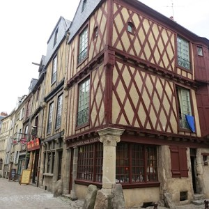 1.Le Mans Old House