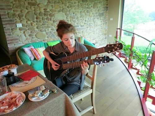 11.Sophie harp guitar
