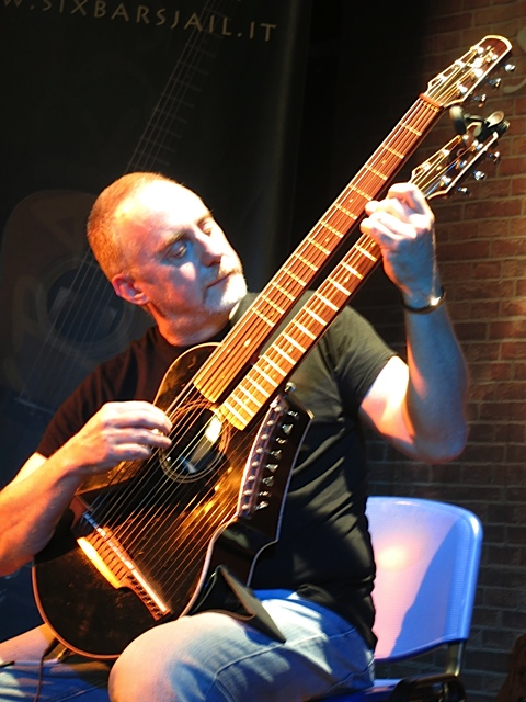 22.Richardo Harp Guitar