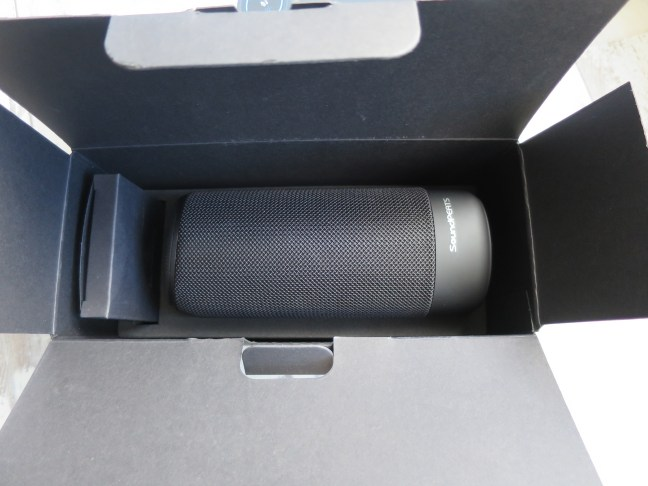 SoundPEATS P4 portable bluetooth speaker boxed