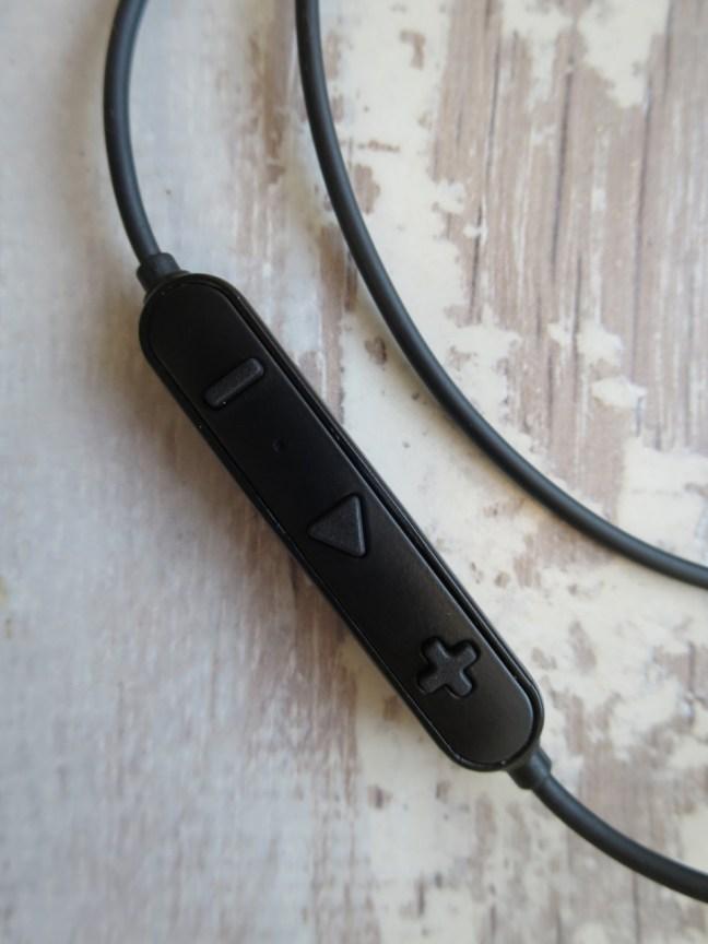 Soundpeats Q30 inline controls