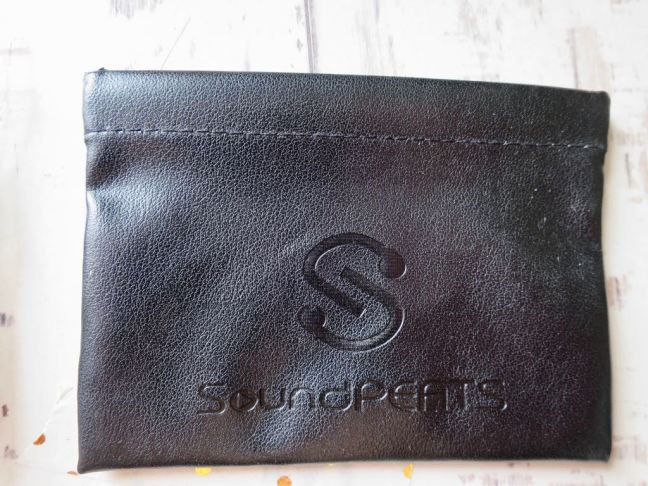 Soundpeats Q12 Headphones leather pouch