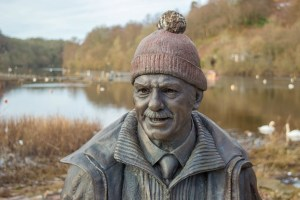 tom-weir-statue-winter-balmaha-0053