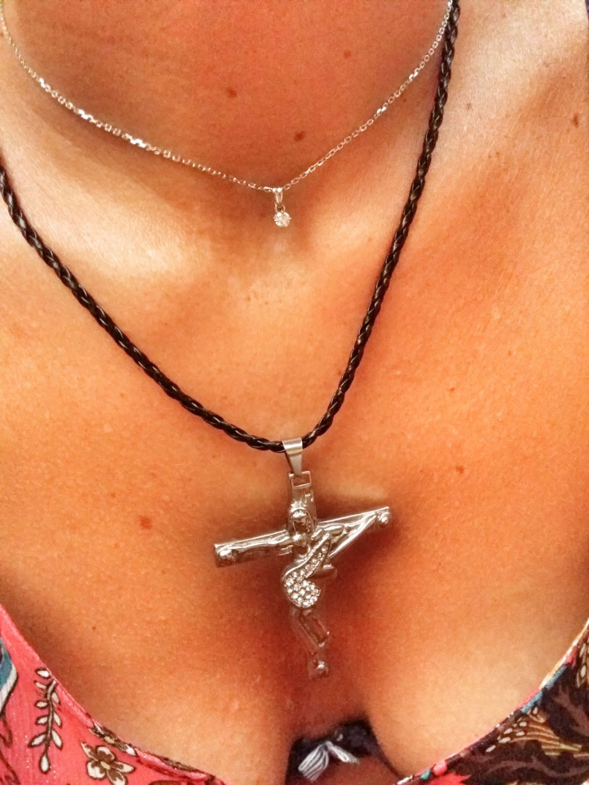 Collier-crucifix-Guitare-Johnny-Hallyday