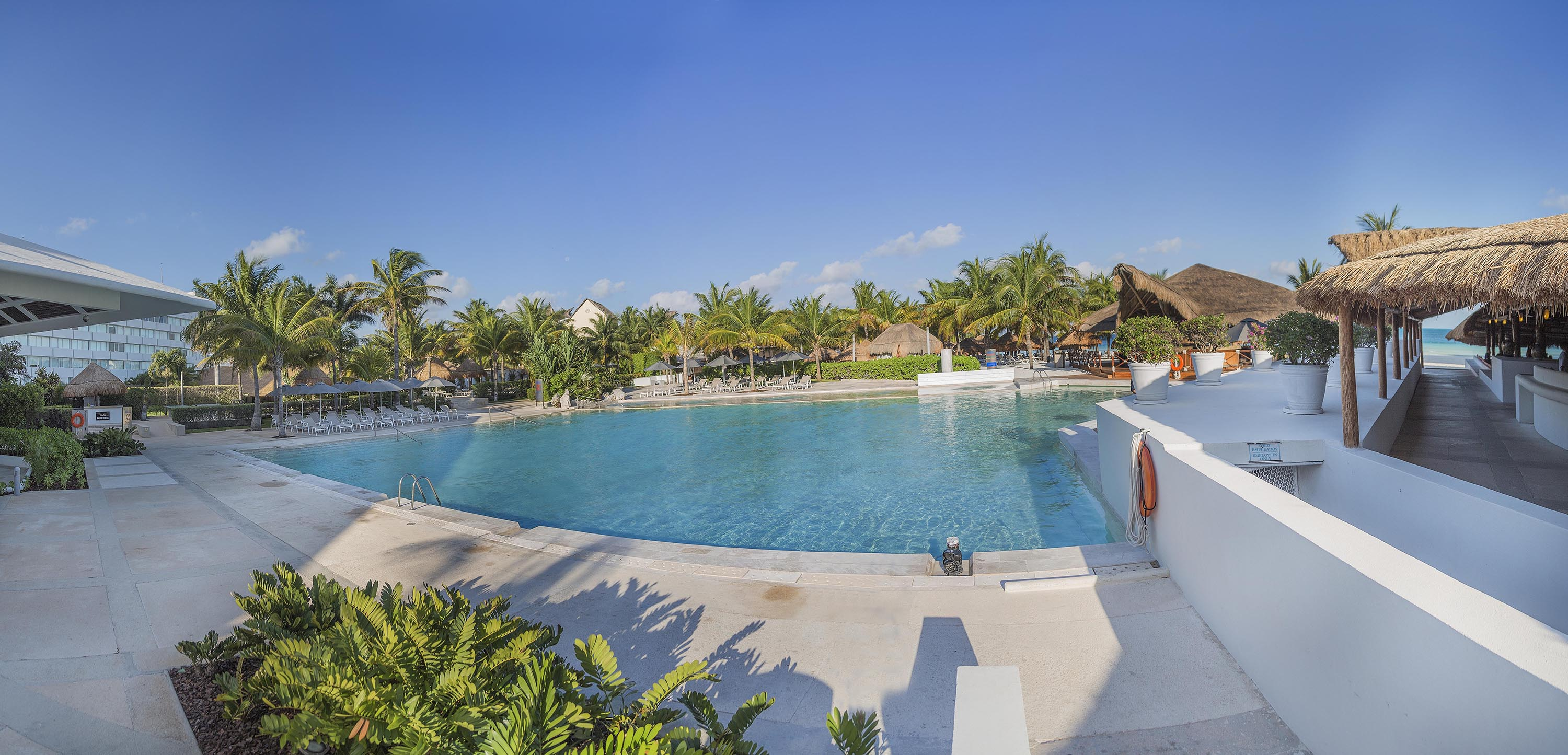 Presidente Cancun Resort's pool area