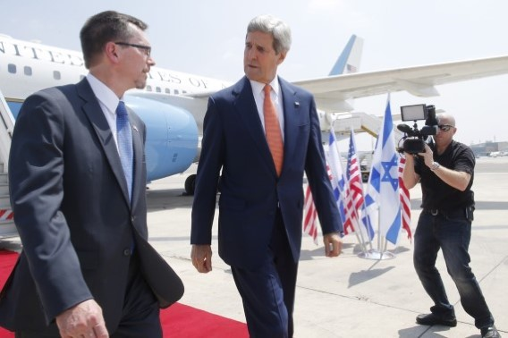 9Kerry arrives at Ben Gurion Airport