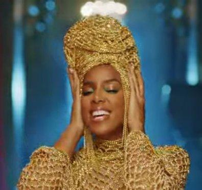 New Video: Kelly Rowland 'Hitman'