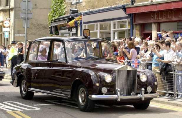 سيارة-الملكة