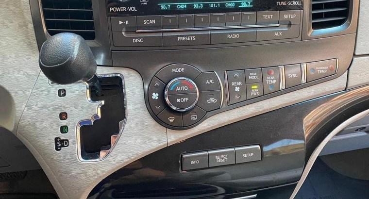 Toyota Sienna 2014 minivan