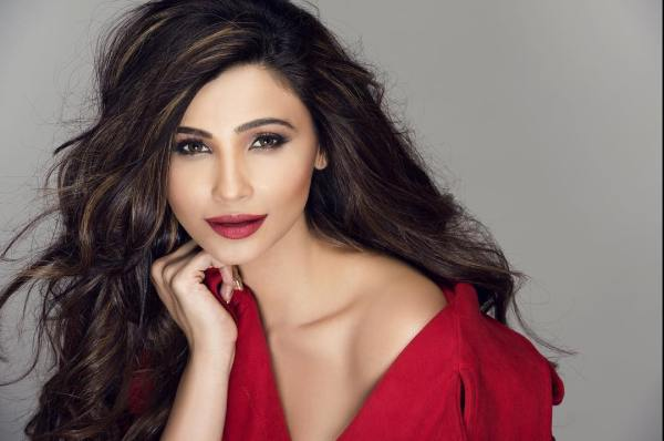 Download Daisy Shah HD Wallpapers
