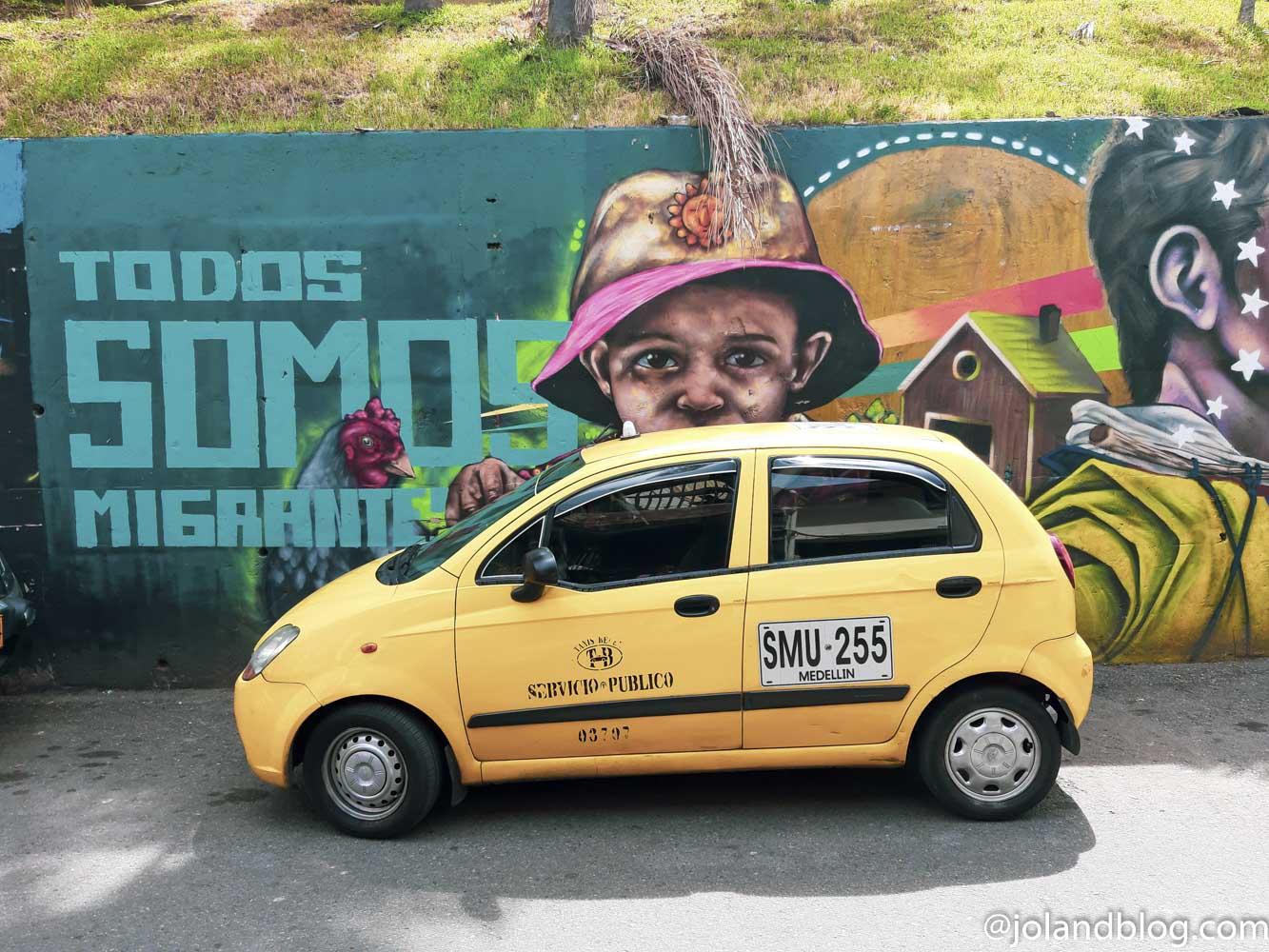 Táxi na Comuna 13 em Medellín na Colômbia
