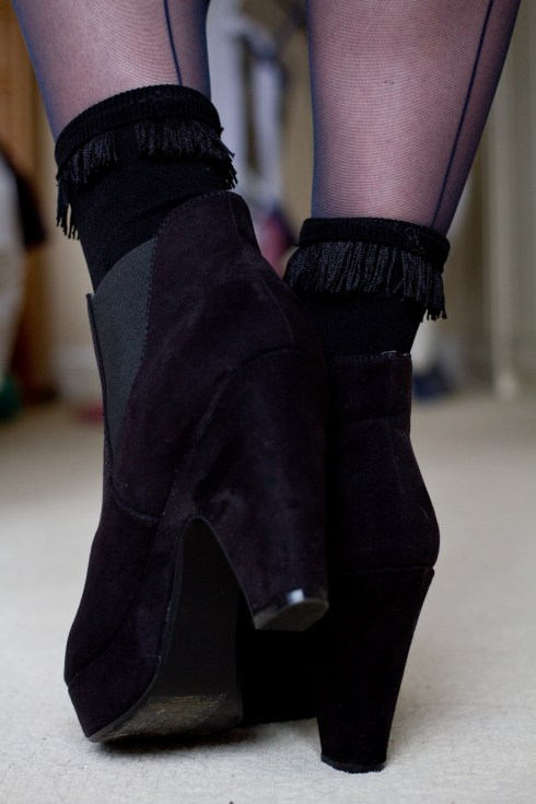 black-fringed-topshop-socks