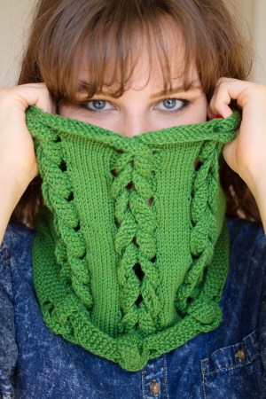 Pleach cowl pattern by Lily Kate France for Yarn Stories