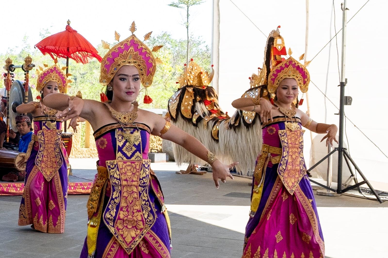 Bali : la Péninsule Sud - danse traditionnelle au temple GWK | joliscarnets.net