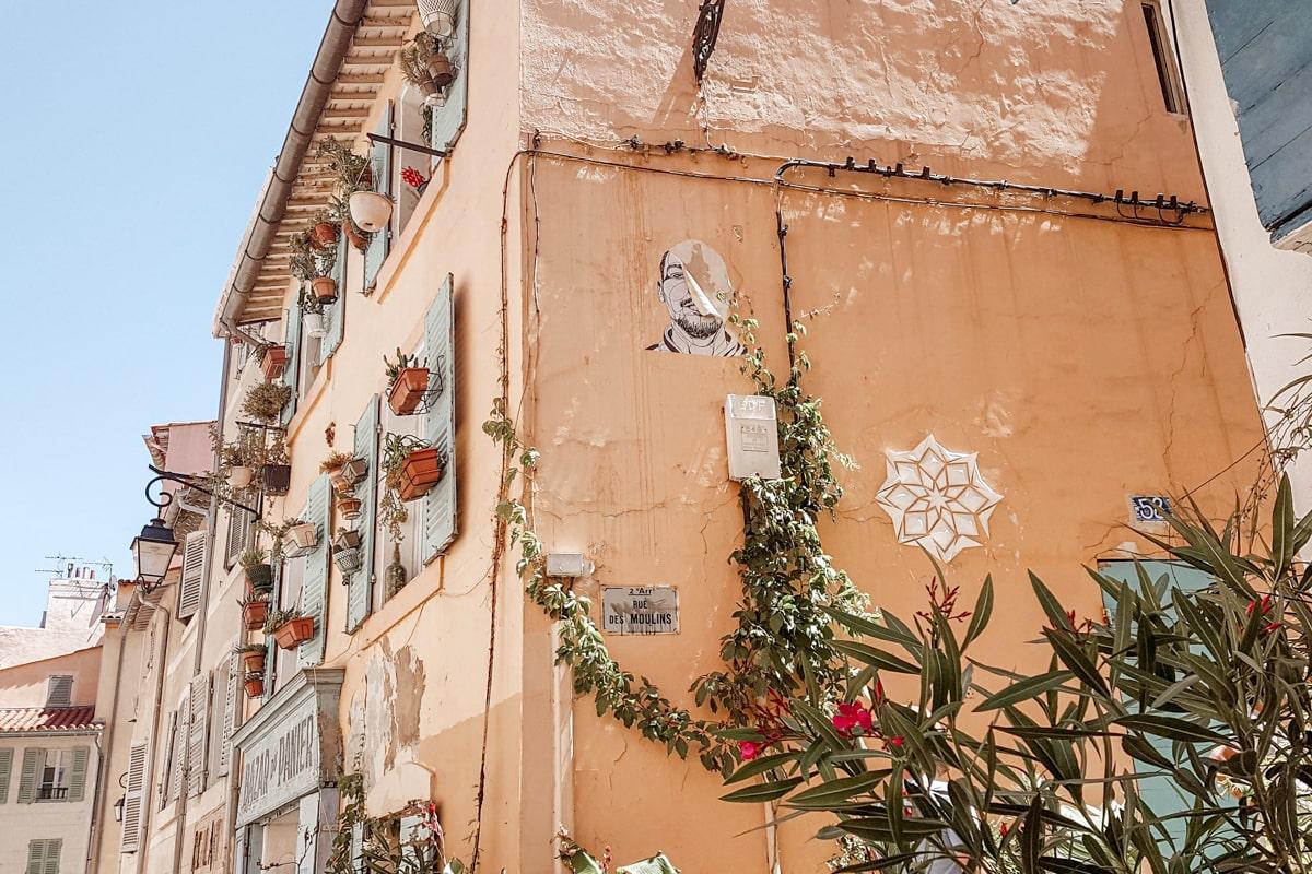 Marseille : voyage post-confinement dans la cité phocéenne — voyage en France — quartier du Panier | Jolis Carnets