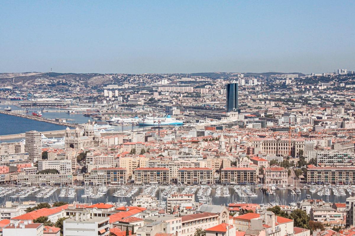 Marseille : voyage post-confinement dans la cité phocéenne — voyage en France — vue panoramique Notre-Dame de la Garde | Jolis Carnets