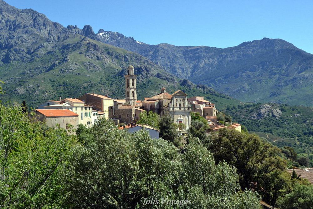 10 idees pour decouvrir la Haute Corse : Circuit des villages perchés de Balagne Lunghignano #Corse #Plage #France #Voyage