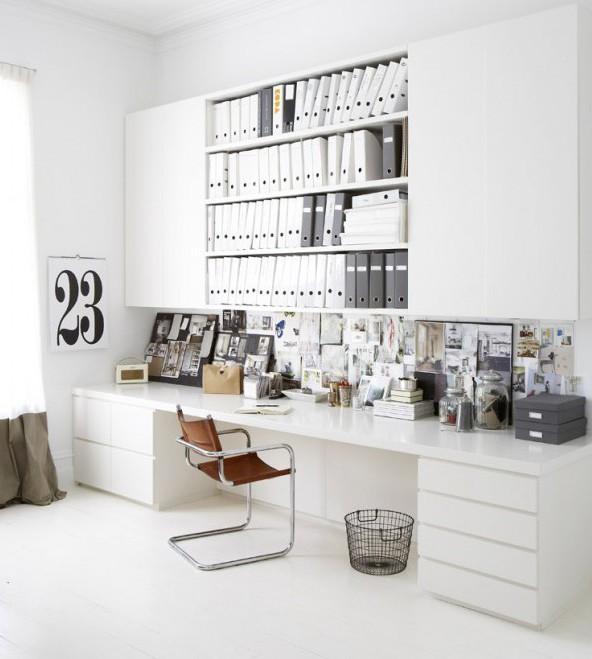 bureau blanc et rangements