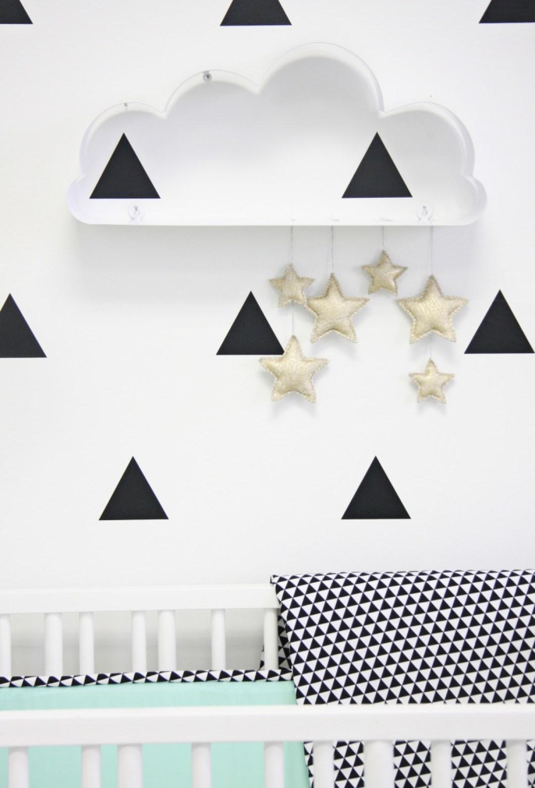 mint nursery, décoration de chambre d'enfant bébé noir blanc menthe