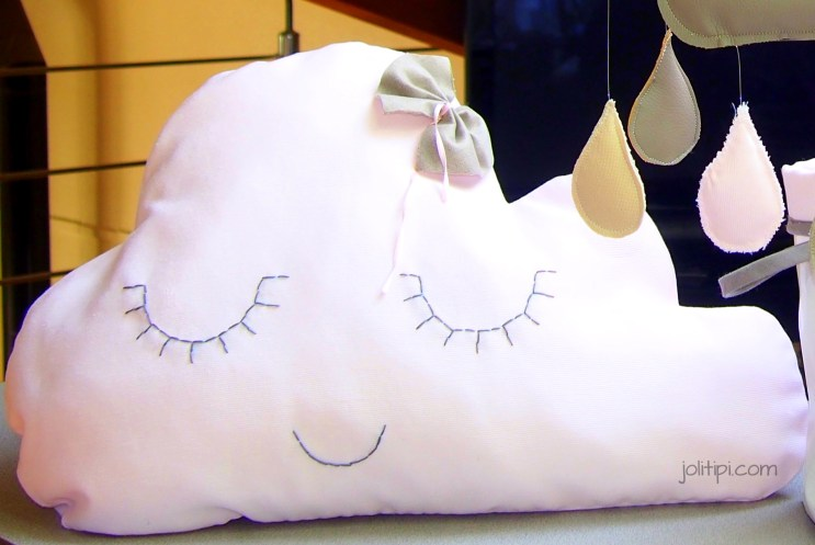 coussin-nuage-rose-taupe